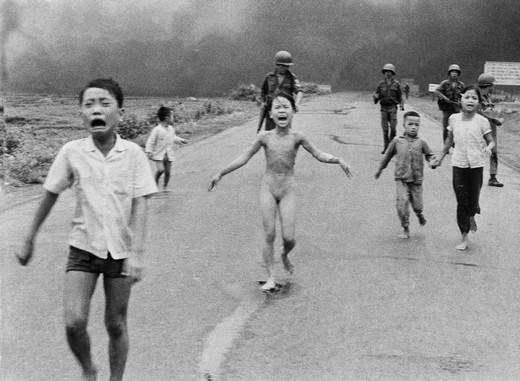 Nick Ut bombardamenti in Vietnam premio Pulitzer
