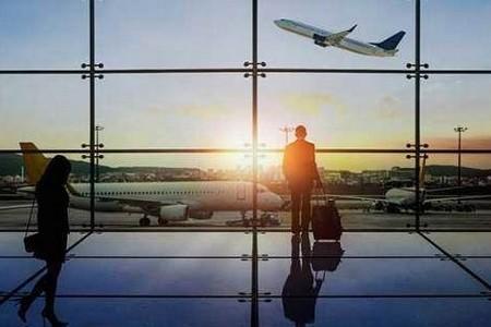 Libri: 'Il tempo perso in aeroporto'. La poesia tra terra e cielo di Lorenzo Foltran.