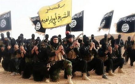 Membri dell'ISIS con il loro comandante Abu Waheeb