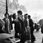 Robert Doisneau, Il Bacio dell'Hotel de Ville, 1950 © Atelier Robert Doisneau