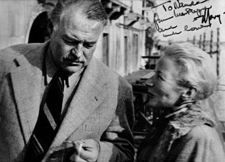Venezia, Hotel Gritti, 31 ottobre 1948. Hemingway e Mary sulla terrazza. Foto di Ettore Sottsass / Fondazione Benetton Studi Ricerche