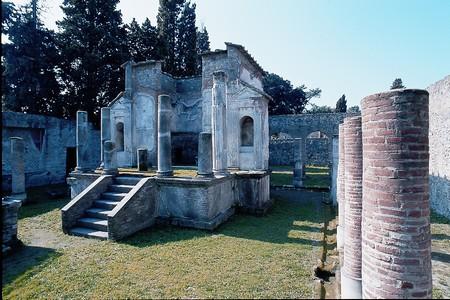 13._pompei_tempio_di_iside.jpg