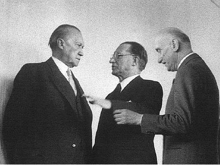 1952_Adenauer_Schuman_De_Gasperi1.jpg