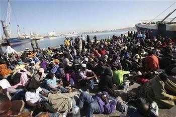 Immigrati nel porto di Reggio di Calabria