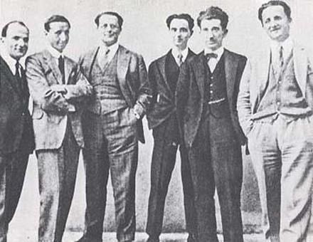"""Carlo Rosselli (il 3° da sinistra) e Nello Rosselli (il 1° da destra) a Firenze, nel 1925, con i redattori di """"Non mollare"""": Nello Traquandi, Ramorino, Ernesto Rossi e Luigi Emerys"""