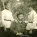 Giovanni Pascoli con le sorelle Maria e Ida