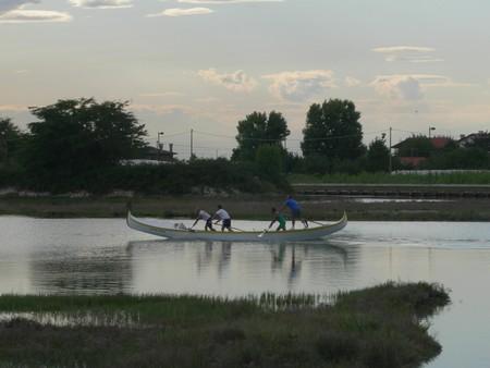 Gondolieri à l'entraînement sur le canal Pordelio à Cavallino ©JFK