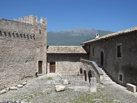 Château Piccolomini à Capestrano, crédit photo Jean-Michel Véry