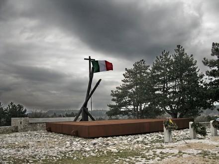 Monumento per ricordare le vittime delle foibe vicino a Trieste