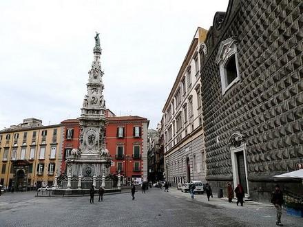 Piazza del Gesù, nei pressi di Santa Chiara, Napoli