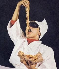 Pulcinella éternellement affamé