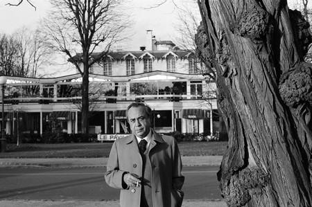 Leonardo Sciascia a Parigi nel 1981. - Foto Fernando Scianna, Magnum/Contrasto