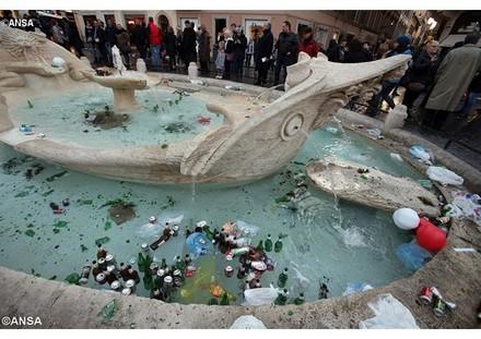 I danni alla barcaccia del Bernini