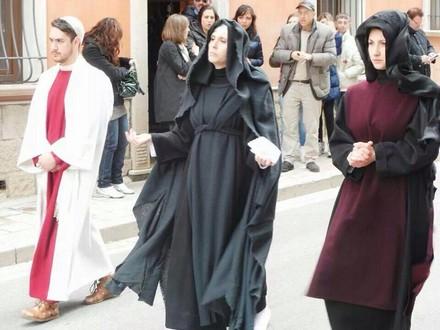 Rionero in Vulture, Chiara Lostaglio (La Madonna), con Carmen Colangelo (La Maddalena) e Alex Zito (San Giovanni).