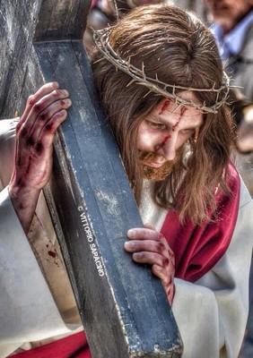 Barile, Gesù porta la croce