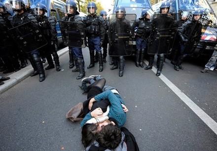 azione_non_violenta_a_Terzigno.jpg