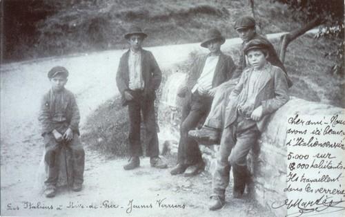 Enfants italiens travaillant dans des verreries. Document aimablement concédé à Altritaliani par la Fondation Musée Cresci de Lucca.