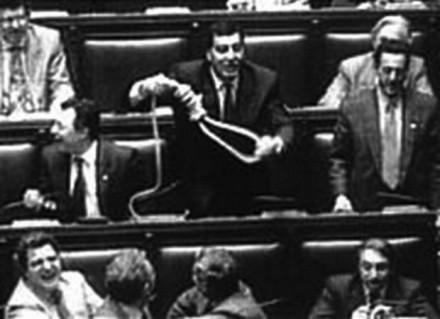 Il cappio in parlamento.
