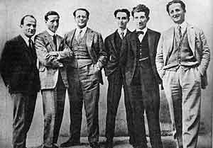 Carlo e Nello Rosselli (il fratello Nello è il primo a destra) con i redattori di