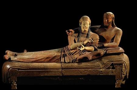 Le Sarcophage des Epoux, ou le couple étrusque comme modèle conjugal. Département des Antiquités Grecques, Etrusques et Romaines du Louvre.