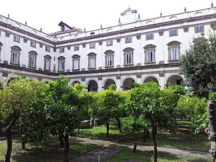 Uno dei chiostri del Convento dei Girolamini
