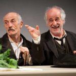 Toni Servillo e Peppe in Le Voci di Dentro. Foto Fabio Esposito.