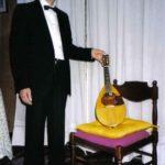Maestro Celada con mandolino Mozzani, foto Franco Sandri