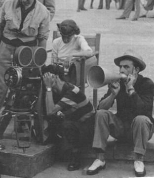 Luchino Visconti sul set di Ossessione. Foto ©Centro Sperimentale di Cinematografia