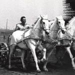 L'attore Charlton Heston, magnifico protagonista del 'colossal' Ben Hur