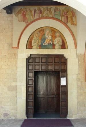 Montefalco, san Fortunato, portale d'ingresso