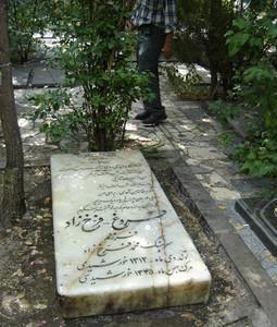 La tomba di Forugh nel cimitero Zahiroddoleh a Tehran