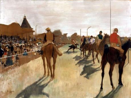 Cavalli da corsa davanti alle tribune