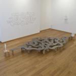 Pane - The Path, 2012 métal, céramique et brique 2m de large
