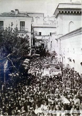 Processione della Festa della Madonna di Rionero. Archivio 1915.