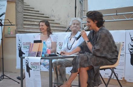 Giulia Ingrao al centro. Foto di Nuccio Russo.