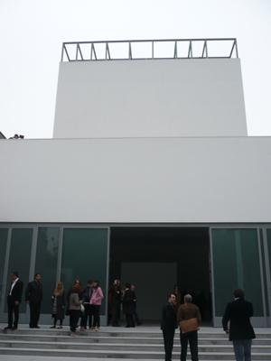 la_facciata_della_galleria_di_via_stilicone_a_milano_copie.jpg