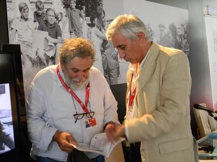 """Armando Lostaglio insieme al critico e scrittore Tatti Sanguineti alla presentazione del libro """"Schermi riflessi"""" alla Mostra di Venezia 2010"""