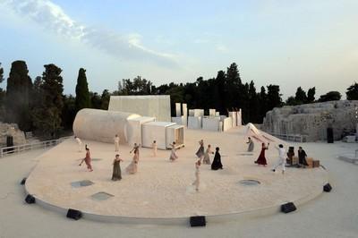 A Siracusa nel teatro greco prima di volare al Colosseo di Roma