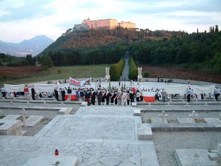 L'abbazia di Montecassino vista dal cimitero militare polacco