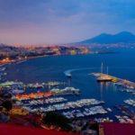 Via Caracciolo e il golfo di Napoli da Mergellina