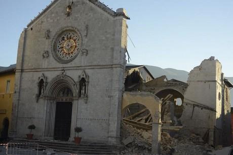 Basilica San Benedetto di Norcia prima e dopo il crollo