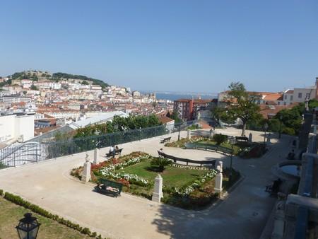 Vista di Lisbona dal Miradouro di San Pedro d'Alcântara