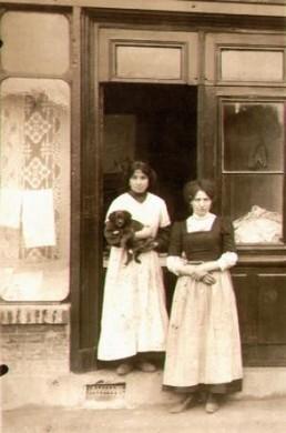 Francia, Lione. Le sorelle Falsone, originarie di Vigevano, lavandaie© Fondazione e Museo Paolo Cresci di Lucca.