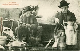 Rétameurs. Carte postale © Musée national de l'histoire et des cultures de l'immigration