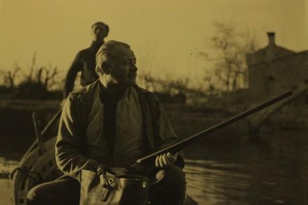 Isola di Torcello, 1948. Hemingway a caccia © Archivi Graziano Arici, Venezia