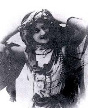 Volto di Anna Abbruzzese in un suo biglietto da visita.
