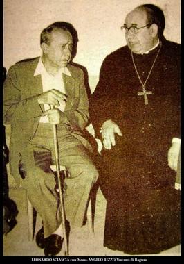 Sciascia con Mons. Angelo Rizzo, suo amico e vescovo di Ragusa