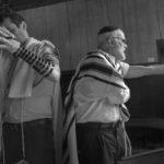 Preghiera del mattino nel Midrash Luzzatto dentro la sinagoga Levantina© Ferdinando Scianna / Magnum Photos