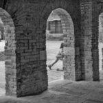 Le arcate dentro le quali è ospitato il banco rosso© Ferdinando Scianna / Magnum Photos