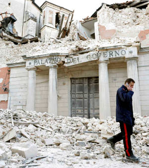 terremoto_l_aquila_palazzo_prefettura_2009_thumb.jpg